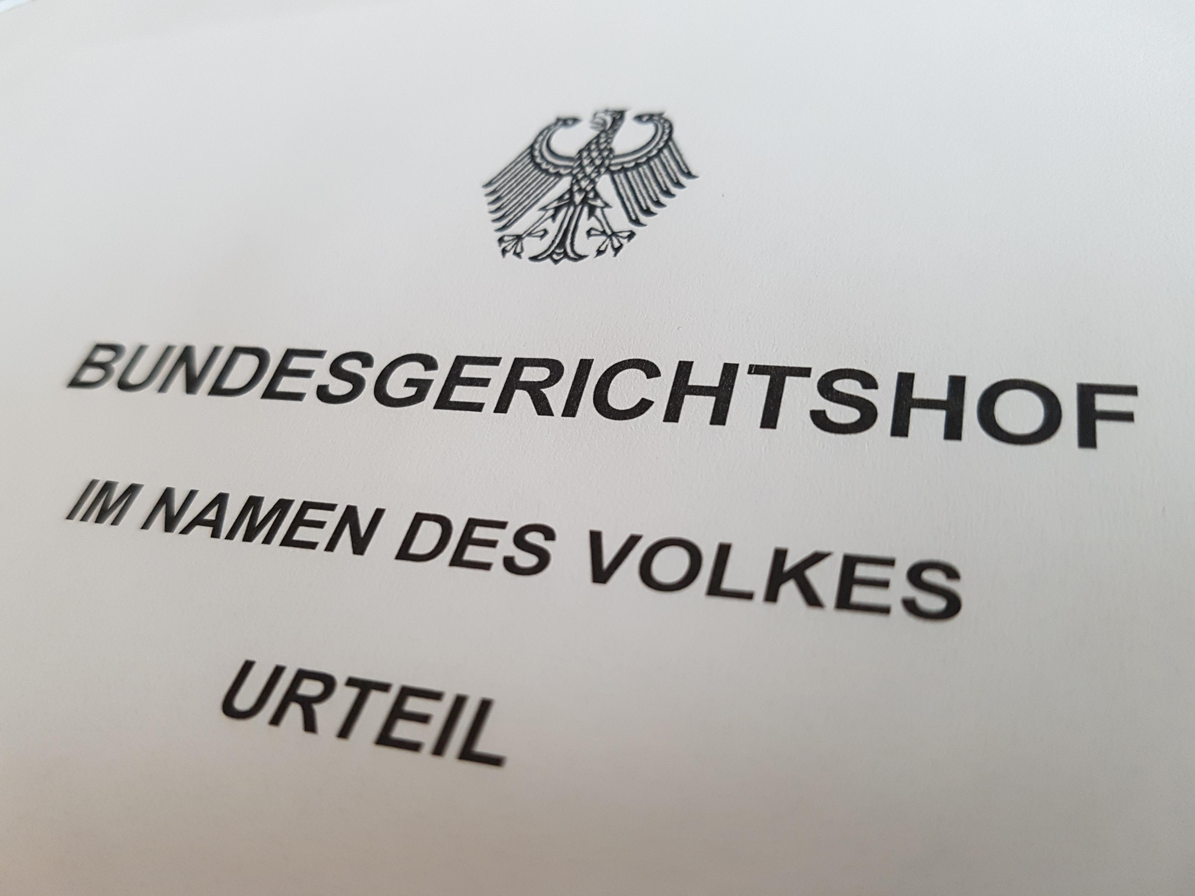 Das Foto zeigt den Kopf eines Urteils des Bundesgerichtshofs, welches unter dem Bundesadler die Aufschrift zeigt Bundesgerichtshof im Namen des Volkes Urteil.