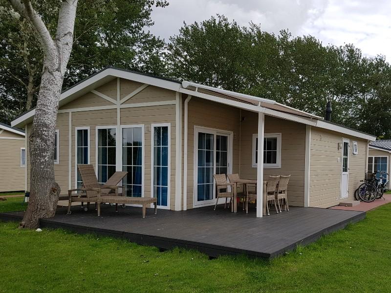 Das Foto zeigt einen Ferienhaus bzw einen Ferienbungalow.