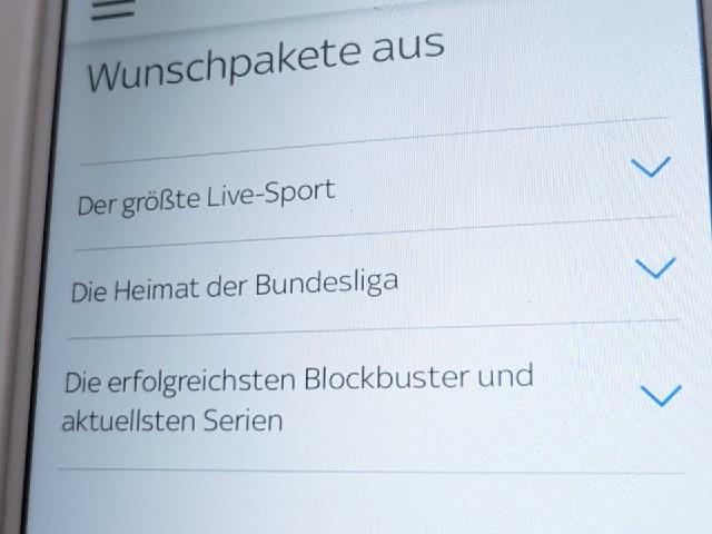 Zu erkennen ist der Ausschnitt der Anzeige eines Smartphones, auf dem eine Auswahl an Wunsch Paketen zu erkennen ist, unter anderem für die Bundesliga.