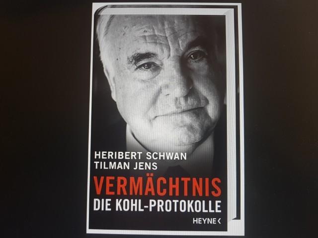Das Foto zeigt das Buch Vermächtnis die Kohl Protokolle.