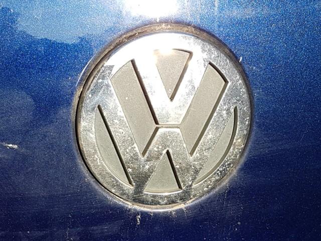 Das Foto zeigt das Emblem des Fahrzeugherstellers Volkswagen VW.