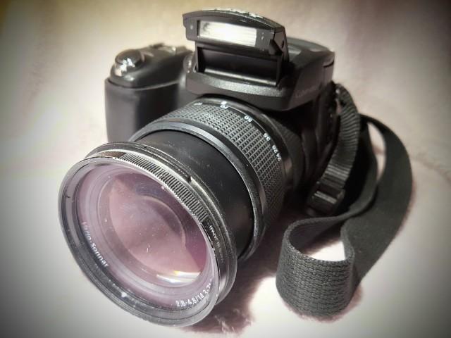 Das Foto zeigt eine Fotokamera.