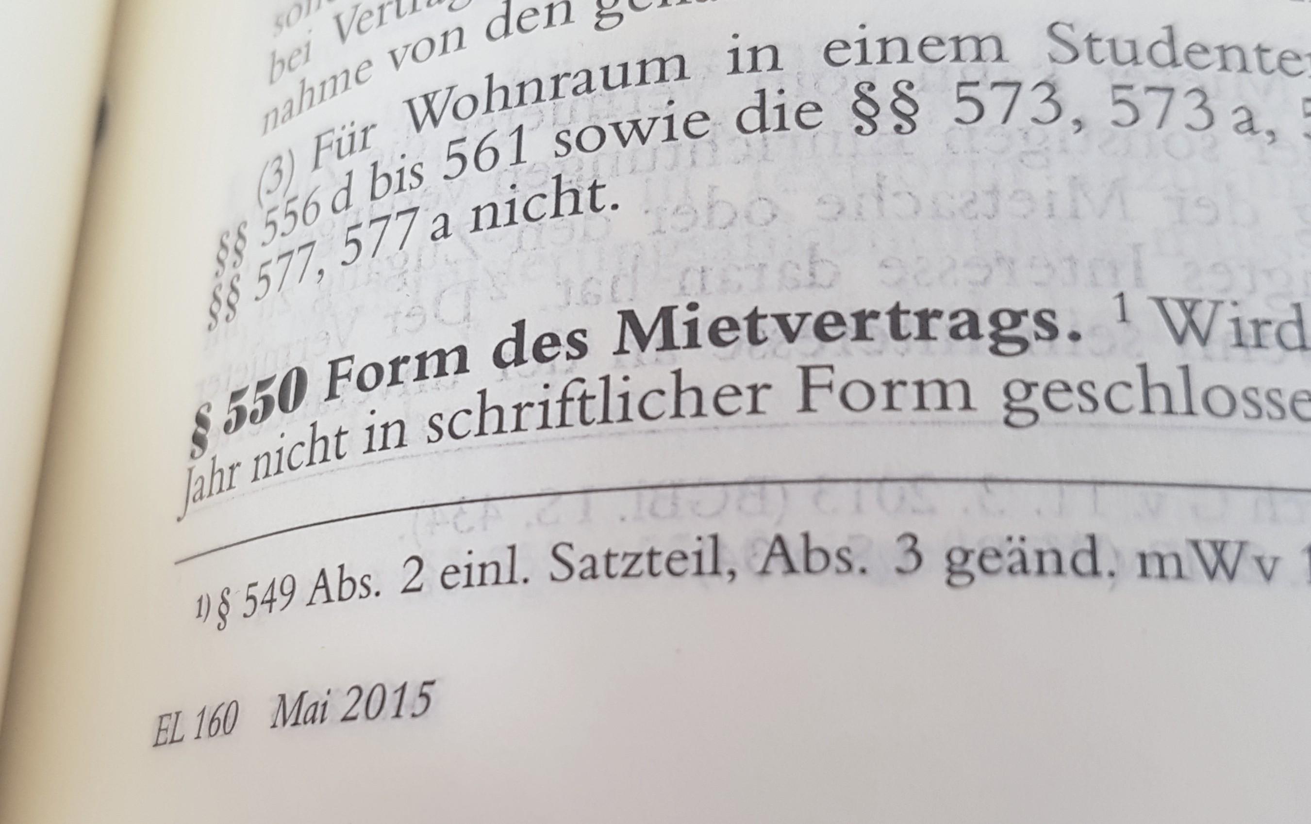 """Das Foto zeigt den Blick in ein aufgeschlagenes Gesetzbuch. Zu sehen ist § 550 BGB """"Form des Mietvertrags"""""""